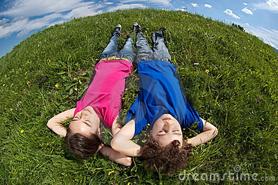 kids-lying-outdoor-10781112