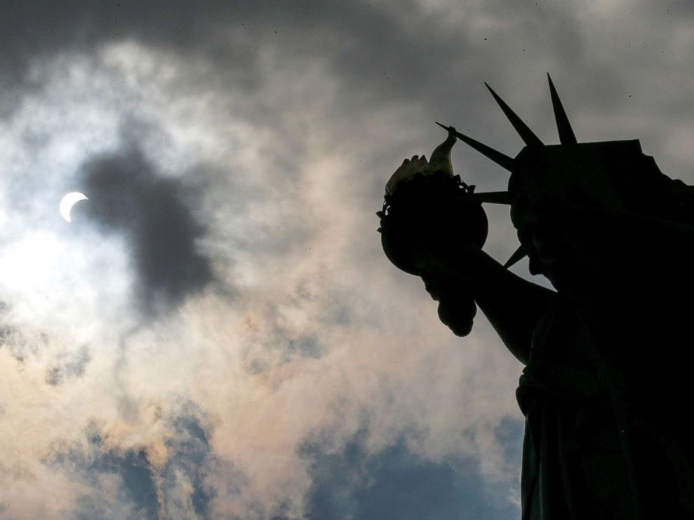total-solar-eclipse-statue-liberty-rt-jef-170821_1_4x3_992